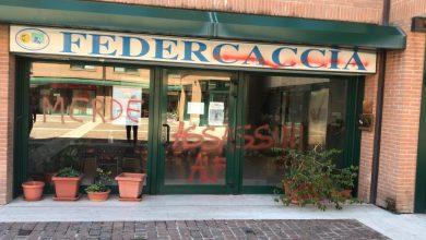 Photo of Atti vandalici alle sedi di Federcaccia: la faccia violenta dell'animalismo